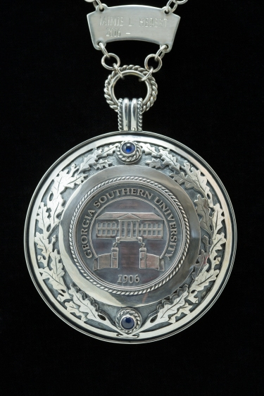 Medallion_detail_pendant